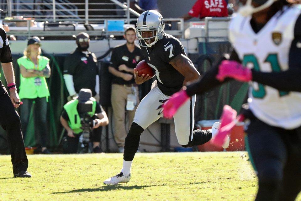 Raiders dominan a domicilio a los Jaguars.